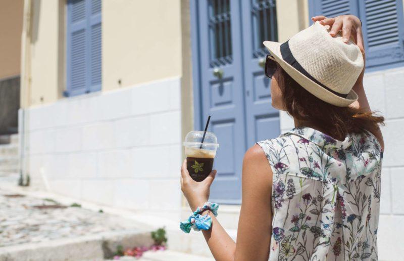 Πόσες στιγμές σε βρίσκουν με… έναν καφέ στο χέρι;