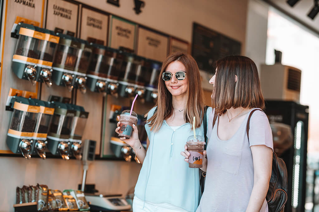 girls_in_coffee_store