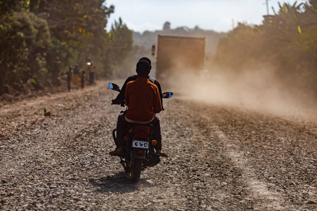 motorcycle_on_the_road_ethiopia